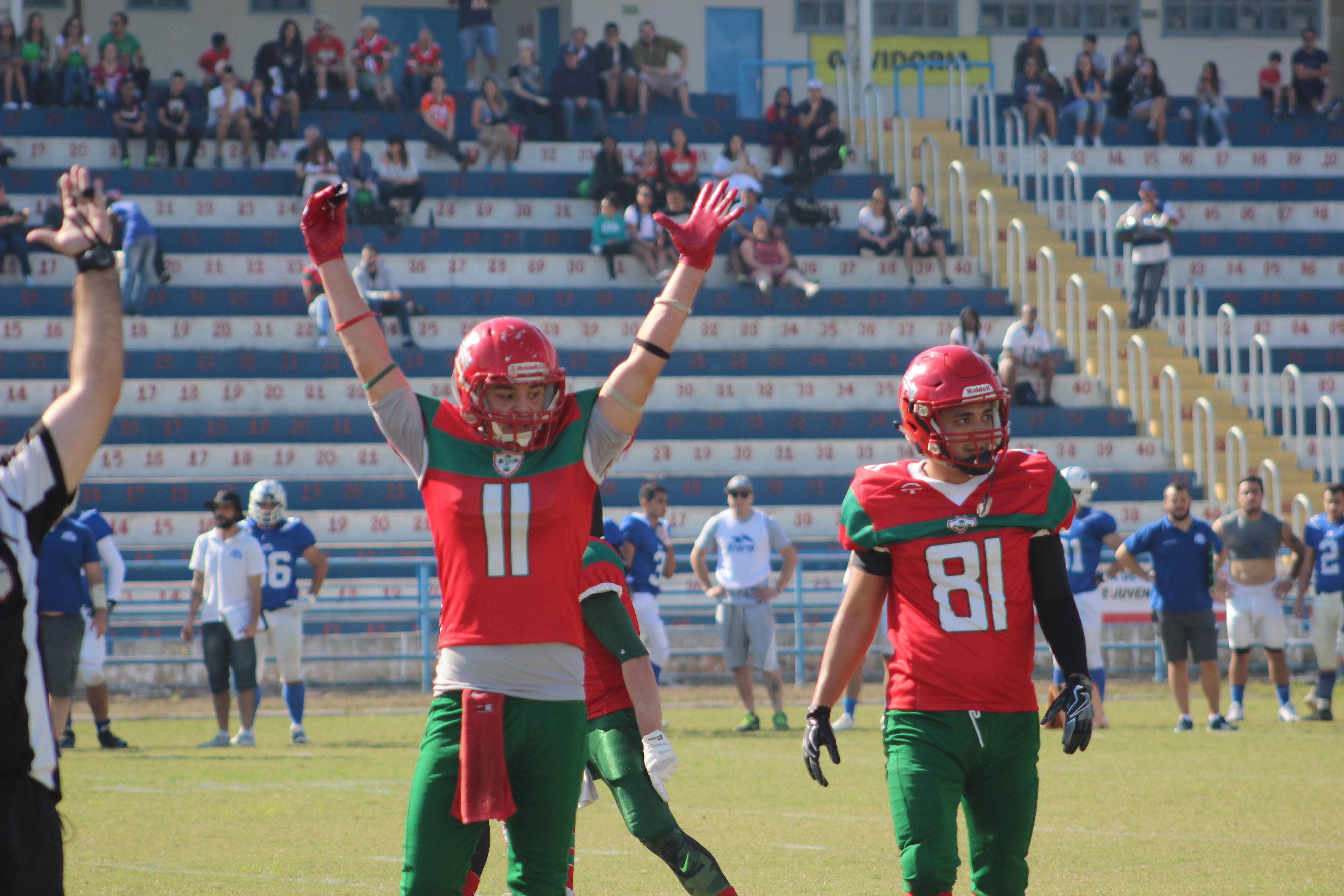 2202dcae82 O wide-receiver Seiya ( 11) marcou um dos touchdowns da Portuguesa FA na  vitória contra o Storm Foto  IRA Comunicação